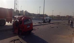 سقوط حمولة رخام ت السيارات على الاتوستراد .