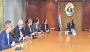 وزير التجارة والصناعة يبحث مع ممثلي شركة يو بى اس العالمية نقل المنتجات المصرية للاسواق العالمية