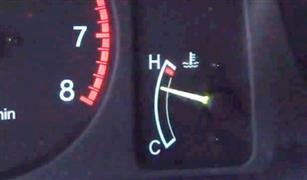 ارتفعت حرارة السيارة فجأة.. كيف أتصرف؟