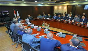 وزير النقل يطلب من  16 شركة مصرية كبرى المشاركة في  تنفيذ  مشروعات البنية التحتية للسكة الحديد