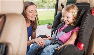 أشياء لايجب أن تفعليها عند وجود طفلك فى السيارة