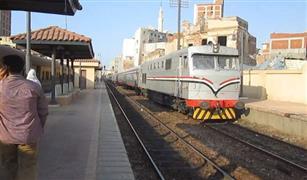 إصابة 9 ركاب جراء سقوط عجلات قطار عن القضبان بكفر الشيخ