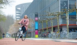 دراجة إلكترونية ذكية مزودة بنظام مساعدة لكبار السن| فيديو