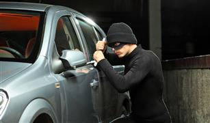 حيلة جديدة للصوص لسرقة السيارات بالطرق السريعة.. احترس منها