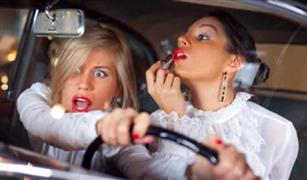 5 أخطاء تقع فيها غالبية النساء أثناء القيادة
