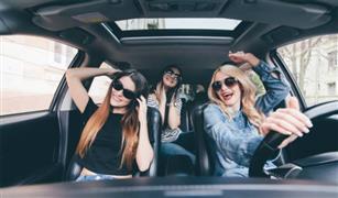للنساء فقط .. احترسي من الموسيقى أثناء القيادة