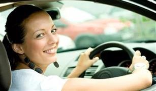 طلاء أظافر وقطعة سجاد.. أشياء غريبة على المرأة الاحتفاظ بها في السيارة