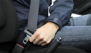 وفقا لأحدث تعديل.. هذه عقوبة ترك حزام الأمان والتحدث في الموبايل أثناء القيادة