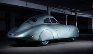 طرح سيارة بورشه إنتاج 1939 للمزاد بثمن خيالي