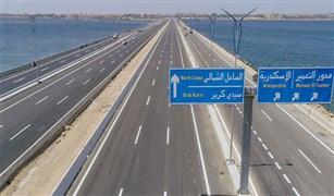 وزير النقل يعلن الانتهاء من تنفيذ مشروع تطوير وتوسيع محور برج العرب
