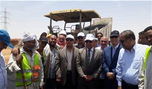 وزير النقل يتابع أعمال انشاء  3 محاور على  النيل  بأسوان وقنا بتكلفة 4.3  مليار جنيه