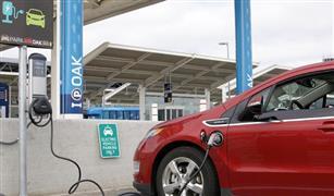 الثورة الكهربائية تدفع شركات السيارات إلى التقارب