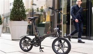 شاهد بالفيديو.. أخف دراجة كهربائية في العالم قابلة للطي