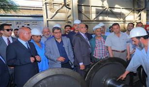 وزير النقل يتابع  صيانة الجرارات  والتجهيز اليومي لعربات الركاب بورش الفرز  للسكك الحديدي