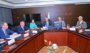 وزير النقل يبحث مع وزير الدولة السويدي للتجارة الخارجية تطبيق نظام الحافلات السريعة فى مصر