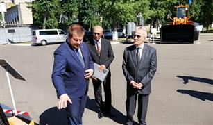 """""""العصار"""" يقوم بجولة بشركة """"أمكودور"""" البيلاروسية للمعدات الثقيلة"""