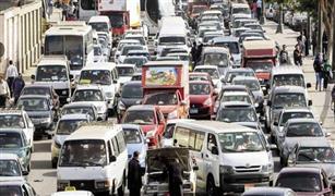 كثافات مرورية عالية بمعظم محاور القاهرة والجيزة وتصادم سيارتين على الدائرى.