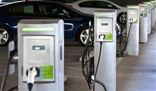 بريطانيا تدرس إلزام المنازل بإنشاء محطات شحن للسيارات الكهربائية