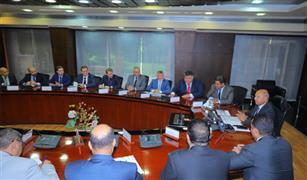 وزير النقل يتابع تنفيذ عقد تصنيع و توريد 1300 عربة سكة حديد جديدة للركاب