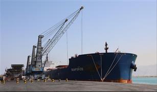ميناء السخنة يستقبل أضخم سفينة صب جاف.. ومميش: جاهزون لاستقبال السفن العملاقة