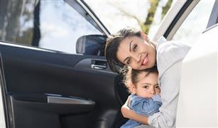 لتفادي كارثة.. كيف تعلمين أطفالك الحفاظ على سلامتهم في طريق السيارات
