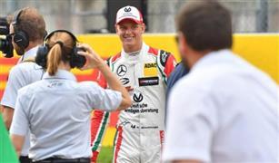 نجل شوماخر يقود السيارة التي توج بها والده بطلا للعالم في سباقات فومولا1