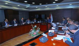"""وزير النقل يبحث مع """"سيمنس"""" تحديث نظم إشارات خط سكة حديد (بنها/ أبوكبير)"""