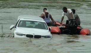 """شاب هندي يغرق سيارة """"بي إم دبليو"""" في عيد ميلاده لسبب غريب"""