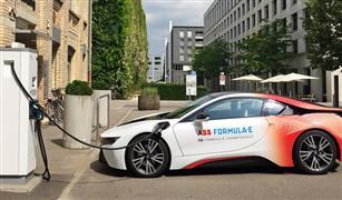 ميركل تتوقع بيع مليون سيارة كهربائية بحلول 2022