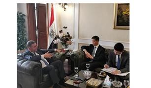"""وزير قطاع الأعمال يبحث مع سفير الصين التعاون لإنشاء أول مصنع للسيارات الكهربائية في مصر بشركة """"النصر"""""""