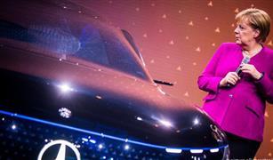 """ميركل تفتتح معرض السيارات في فرانكفورت في خضم """"ثورة"""" للقطاع"""