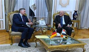 """""""وزير الدولة للإنتاج الحربي"""" يبحث مع """"سفير ألمانيا"""" الجديد التعاون في تصنيع سيارات الإسعاف والإطفاء"""