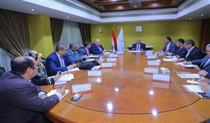وزير النقل يتابع آخر المستجدات الخاصة بشراء 50 جرار سكة حديد جديد  وتحديث وإصلاح 91 جرار