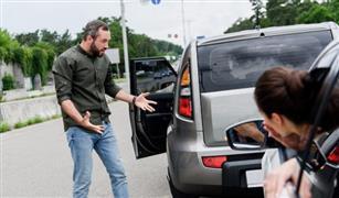 توقفى عن الالتصاق بالسيارة التى امامك!