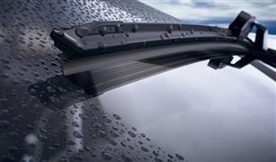 كيف أمنع ماء الأمطار والطين من الالتصاق بزجاج السيارة؟