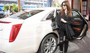 هذه سيارة نانسي التي تعشق الظهور بها أمام الكاميرات