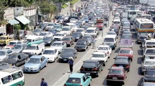 كثافات مرورية عالية بمحاور القاهرة والجيزة.