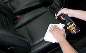 نصائح هامة لتنظيف مقاعد سيارتك