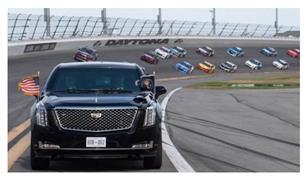 بسيارته الوحش.. ترامب يشارك في أشهر سباقات ناسكار الأمريكية للسيارات
