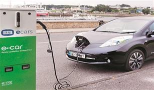 الحكومة تناقش دعم البنية التحتية للسيارات الكهربائية ووسائل تشجيع المواطنين على شرائها
