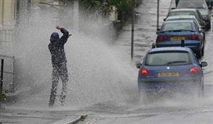 مع هطول الأمطار.. 10 نصائح من المرور لقادة السيارات