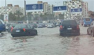 """الأمطار تملأ شوارع شرق القاهرة.. و""""السوشيال ميديا """":  #مدينة_نصر_بتغرق  فيديو"""