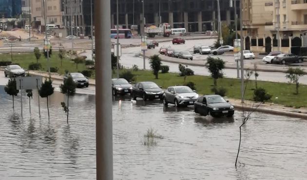بسبب الأمطار الغزيرة.. تعرف على نقاط تكدس السيارات في القاهرة| فيديو