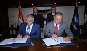 وزير النقل ورئيس هيئة قناة السويس يشهدان توقيع عقد الإلتزام الخاص بالمحطة متعددة الأغراض بميناء الإسكندرية