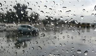 المرور يغلق عدة طرق بسبب غزارة الأمطار وشدة الرياح