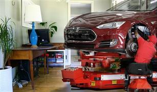تسلا تسمح للعاملين ببناء السيارات من المنزل بسبب مخاوف من فيروس كورونا