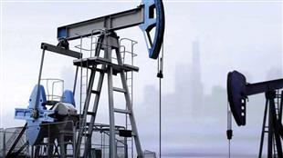 بعد الانهيار التاريخي في أمريكا.. خبير يحلل مستقبل أسعار البترول
