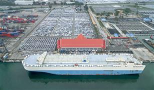 """تداعيات """"كورونا فيروس"""".. الموانئ الأمريكية مزدحمة بالسيارات.. وسفن الشحن عالقة في المحيط"""