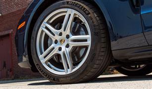 الإجابة ستذهلكم.. أيهما أكثر خطورة انخفاض ضغط إطار السيارة أم زيادته؟
