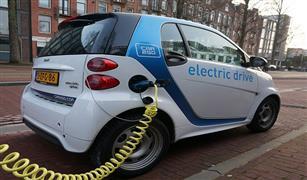 تقارير: الحكومة البريطانية تغازل السائقين بالمال للتحويل للسيارات الكهربائية